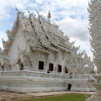 Знаменитый Белый храм, Таиланд, Чанграй :: Владимир Шибинский