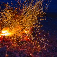 Раздувание огня.. :: Юрий Стародубцев