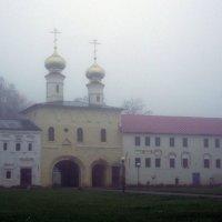 церковь Вознесения господня в тумане :: Сергей Кочнев