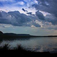 Тучи над озером. :: Наталья Юрова