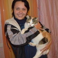 Красивая девушка и огромный кот. :: Игорь Мищенко