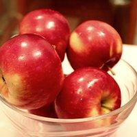 яблочки :: Denis Mishin