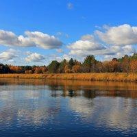 А вдоль берега россыпи золотые... :: Сергей