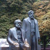 Маркс и Энгельс в Берлине :: susanna vasershtein