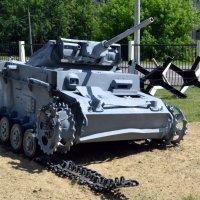 По танку вдарило болванкой... :: Борис Русаков
