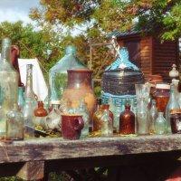 Вот на столе стоят бутылка, бутыль, баклажка, пузырёк :: Ирина Данилова