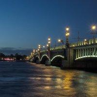 Вид на Троицкий мост с Дворцовой набережной :: Valerii Ivanov