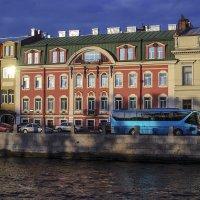 Дом на набережной :: Valerii Ivanov