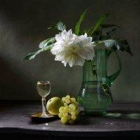 С белым цветком :: Татьяна Еремеева