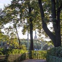 Дорожки летнего сада :: Valerii Ivanov
