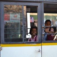 Индия. Улыбка из встречного автобуса :: Владимир Шибинский