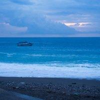 Утро у моря :: Witalij Loewin