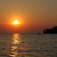 Закат на море :: Valeriy Somonov