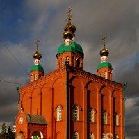 Церковь в лучах заката. :: Алексей Golovchenko