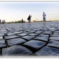 Идущие по волнам ... , где камни сливаются с водою ... :: Михаил Палей