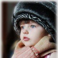 Примеряя очередной наряд... :: Елена Черненко