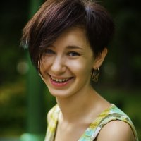Девушка в парке :: Руслан Токалюк