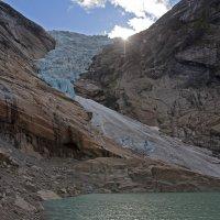 Ледник спускающийся с гор. :: Виктор