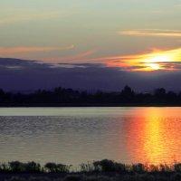 Закат над озером :: юрий Амосов