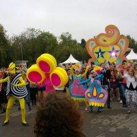 Парк Горького в честь своего 85-летия устроил грандиозный Карнавал :: Dionisio Fantozzi