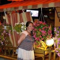 Женщины и цветы всегда где-то рядом... :: Борис Русаков