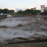 Река Белая, не всегда белая... :: Сергей Запорожцев