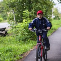 Юный велосипедист. :: Валерий Молоток