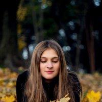 В осеннем парке :: Анна Петрова