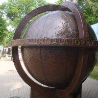 знаменитый Глобус в самом конце Йомас - глобус можно крутить :: Mariya laimite