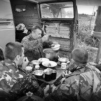 Война войной, а обед по распорядку! :: CrossDee (ML)