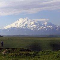Эльбрус с перевала Гумбаши :: Владимир КРИВЕНКО