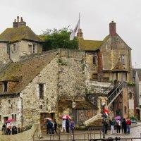 Старинный дом в дождь :: Валерий Струк