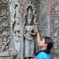 Камбоджа. Ангкор-Ват. Резьба по камню, апсары :: Владимир Шибинский