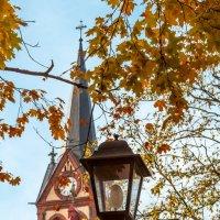 Фонарь и осень :: Александр Творогов