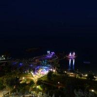 Ночная жизнь на берегу моря :: Denis Denis