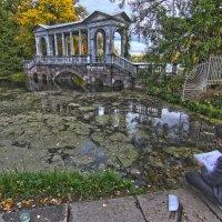 Осень в парке 3 :: Александр Бритшев