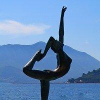 Танцующая в море :: Ростислав