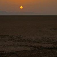 Восход солнца в соляной пустыне :: максим лыков