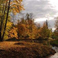 Осень в Александровском парке. :: Харис Шахмаметьев