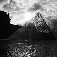 Пирамида Лувра :: Татьяна Грицаева