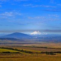 Вид на Эльбрус из Мин.Вод :: Константин Лабудя
