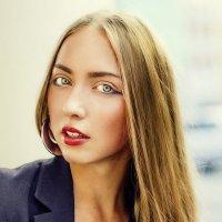 Городская девушка :: Алиса Спиридонова