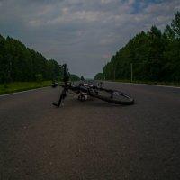 Велосипед на дороге :: Роман Яшкин