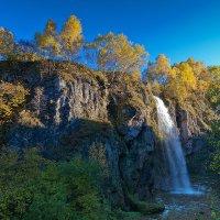 Осенний водопад. :: Эдуард Сычев