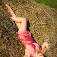 Модель на сене, Леся :: Eduard Sadala