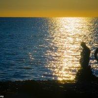 На закате на море :: Дмитрий Головской