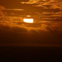 Восход. Атлантический океан. :: Михаил Кононов