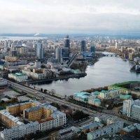 Екатеринбург. Осень 2013. На крыше. :: Александр Шамов