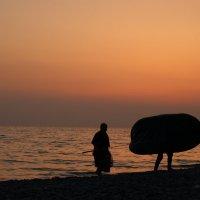 Лодка с ногами... :: Ирина Лядова