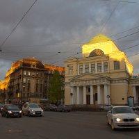 Закат в городе :: Анна Титова